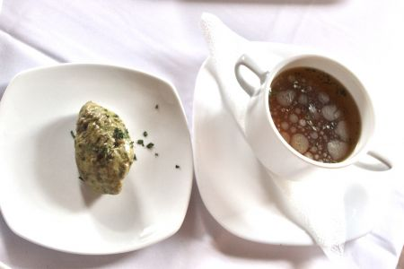 Liba eszencia leves májából készült galuskával